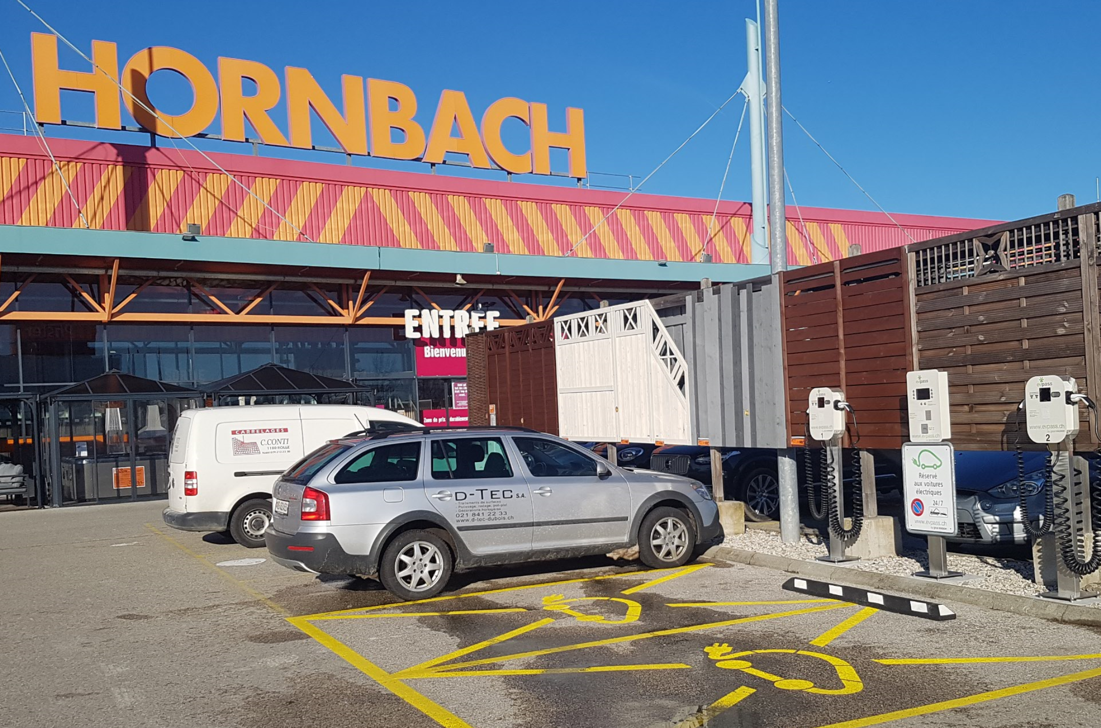 Hornbach store with Green Motion charging stations