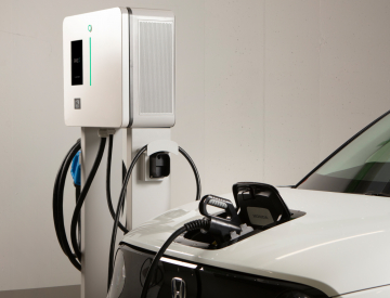 RANGE XT22 charging a white electric vehicle