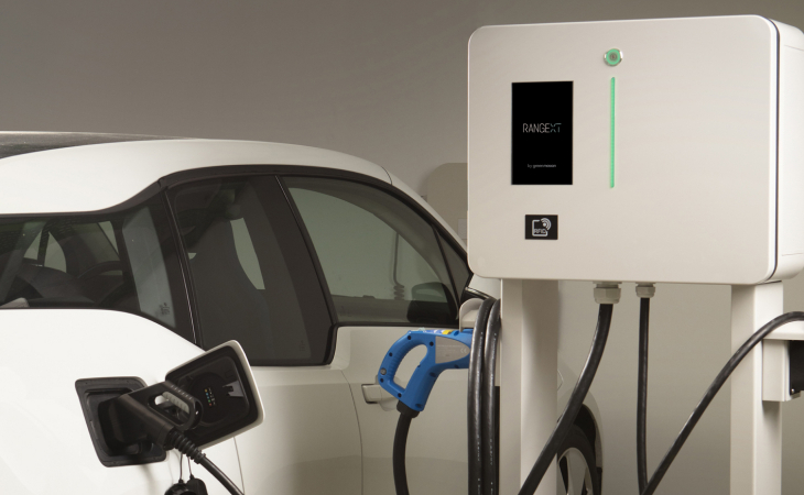 BMW i3 charging on Green Motion's charging station