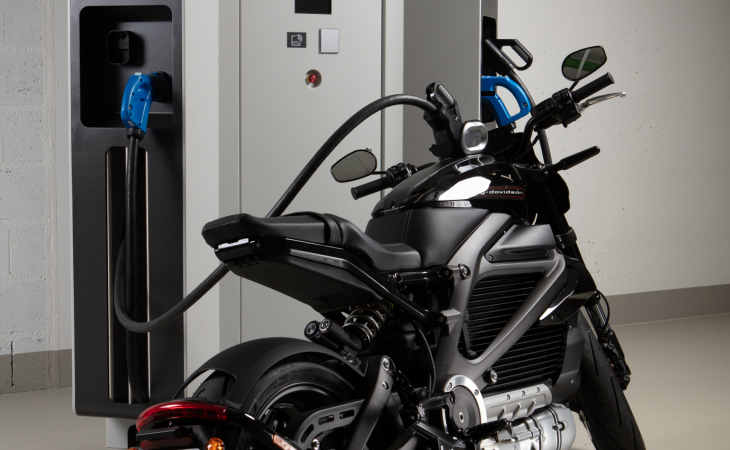 RANGE XT80/160 charging an electric motorcycle